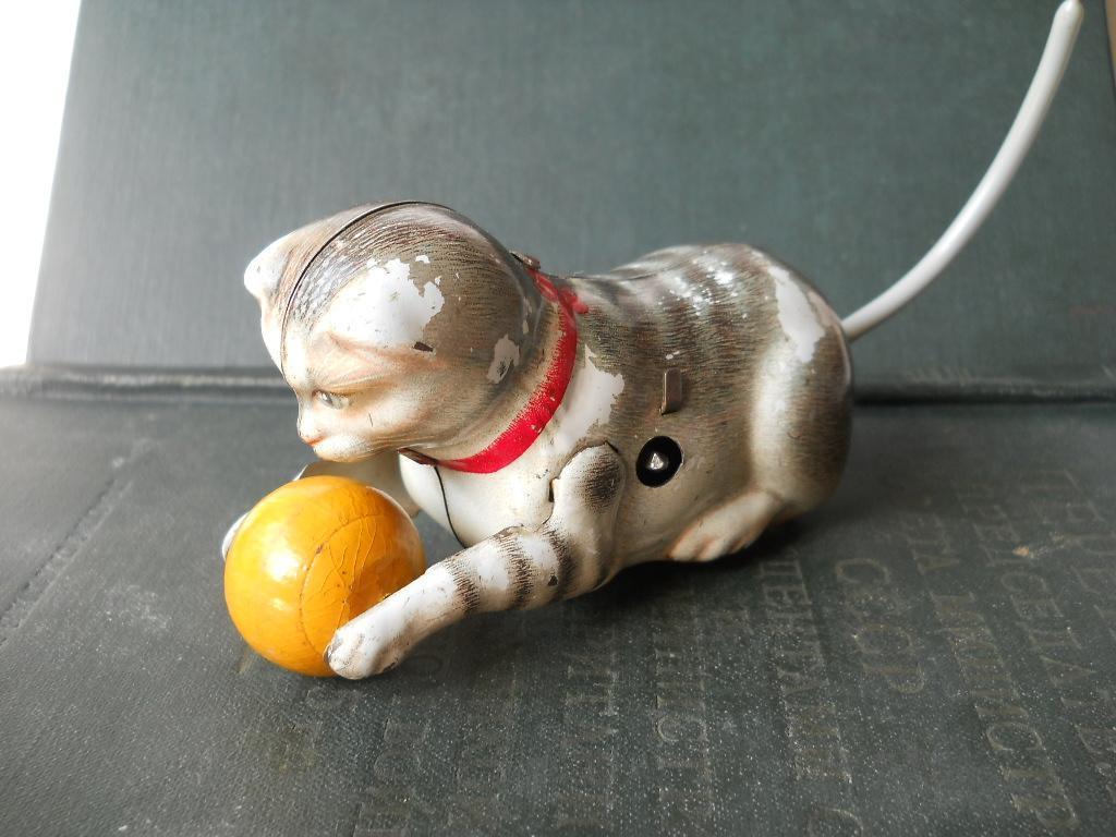 Игрушка заводная кот