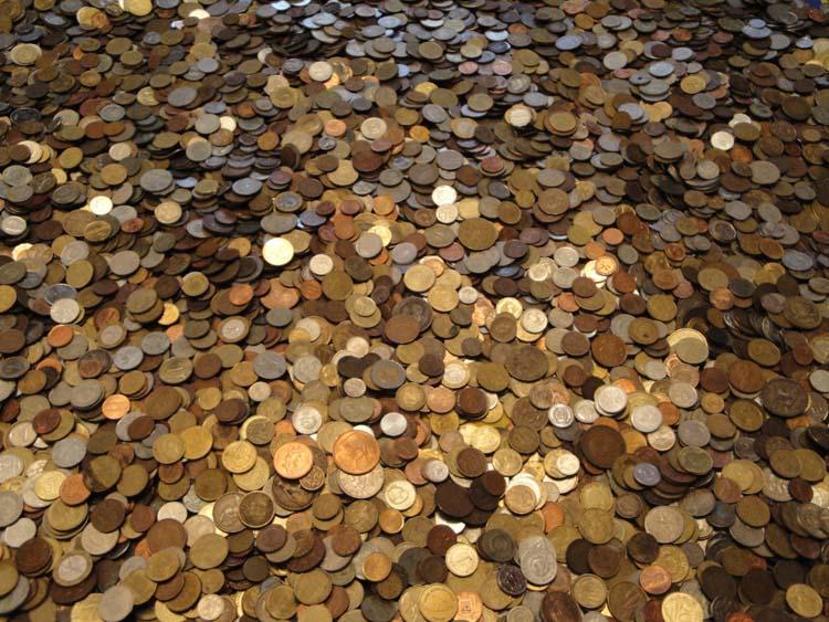 400 иностранных монет