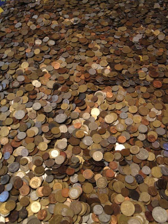 400 иностранных монет (1,5 - 2 кг)