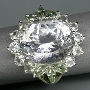 Серебряное кольцо с кунцитом, зелёными сапфирами и цирконами