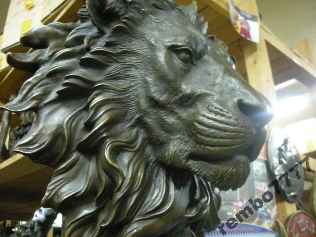 Голова льва барельеф