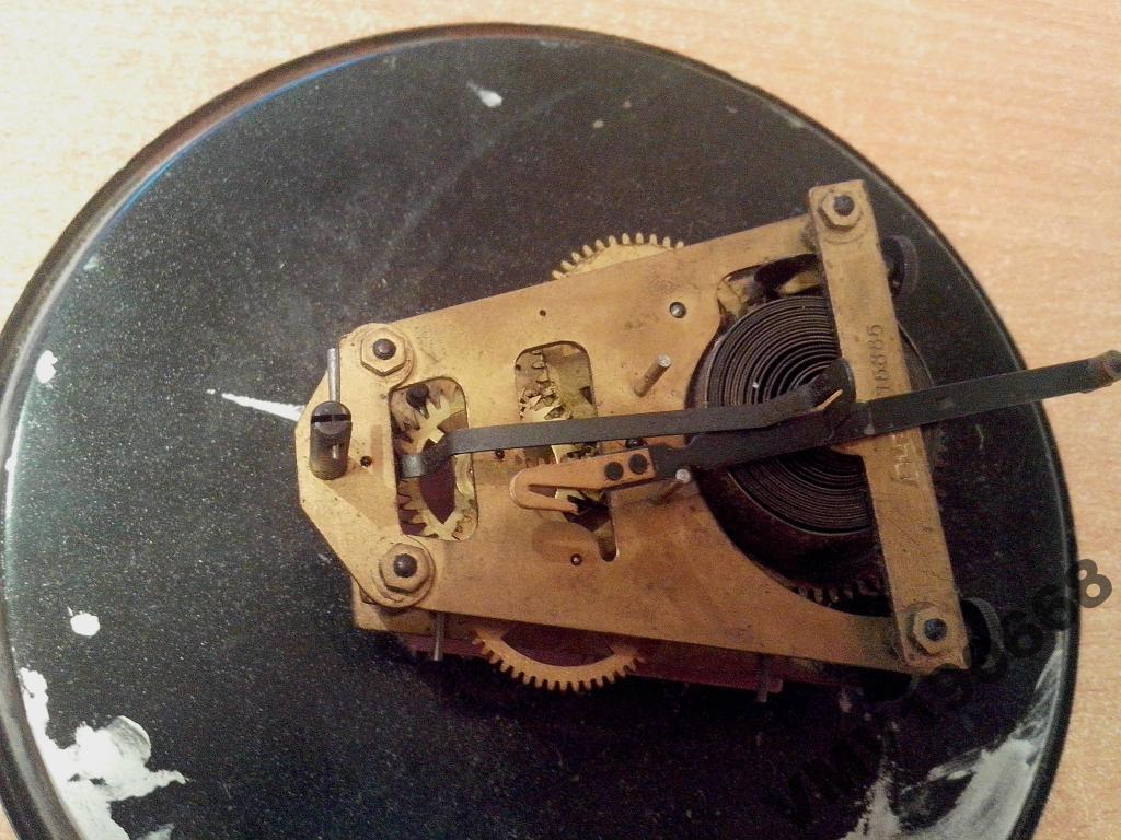 Eta рекомендуют и реверсивные колёса смазывать и зубья заводного триба.