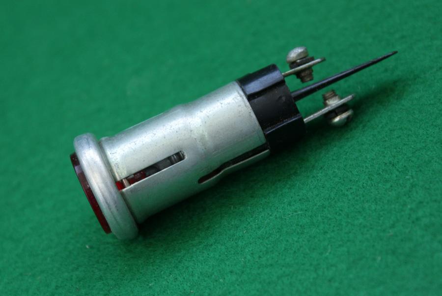 лампа на ЗИЛ панель приборов СССР  Контрольная лампа на ЗИЛ панель приборов СССР