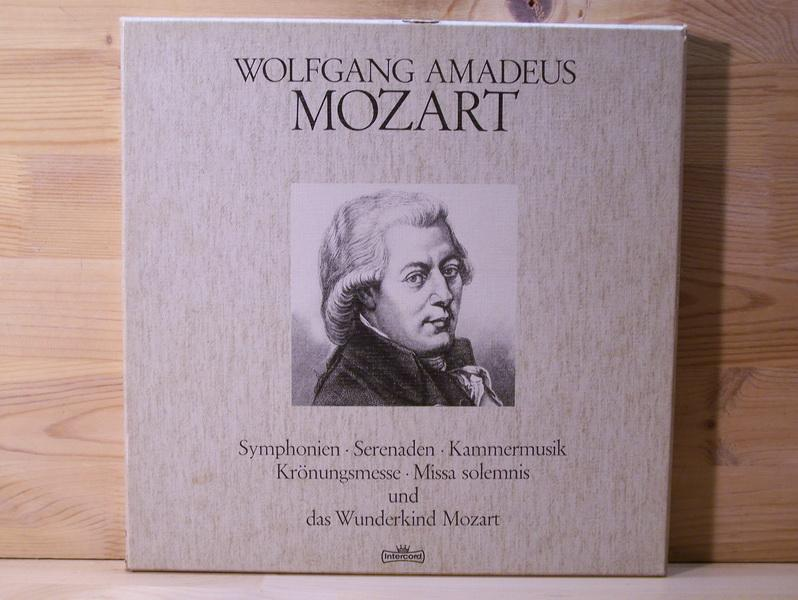 wolfgang amadeus mozart growing up Wolfgang amadeus mozart: trying to grow up throughout history, child prodigies have been celebrated as objects of envy and adulation rarely, however, have they been understood often taunted by peers, hounded by the press, prodded by demanding parents and haunted by outsize.