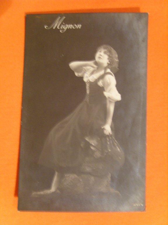 Дореволюционные открытки девушки