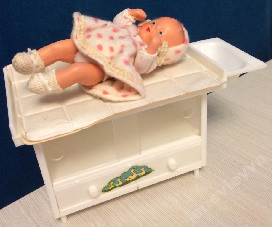 Как сделать для куклы пеленальный столик