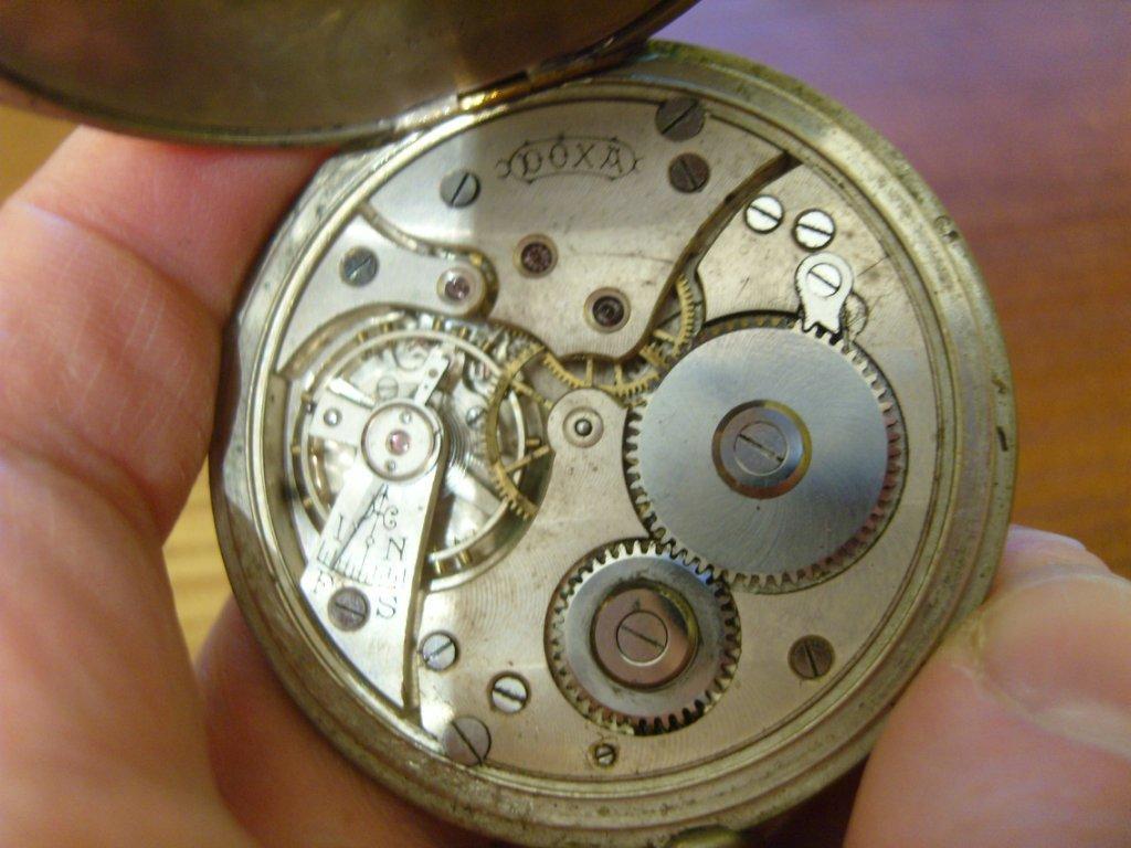 Женские часы doxa
