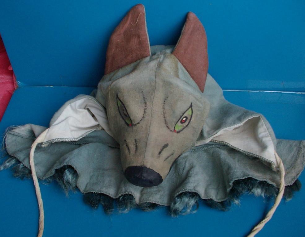 Волк из папье маше