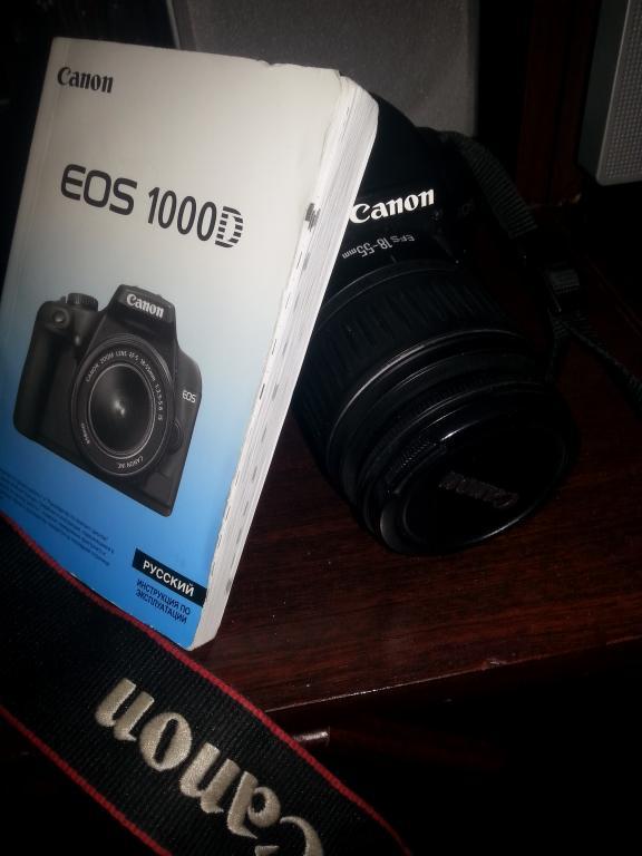 Фотоаппарат Canon EOS 1000D с объективом