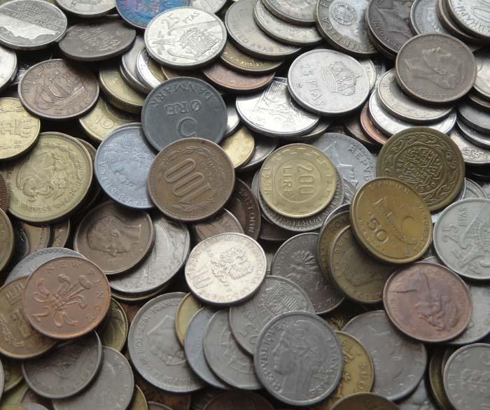 100 монет крупных размеров