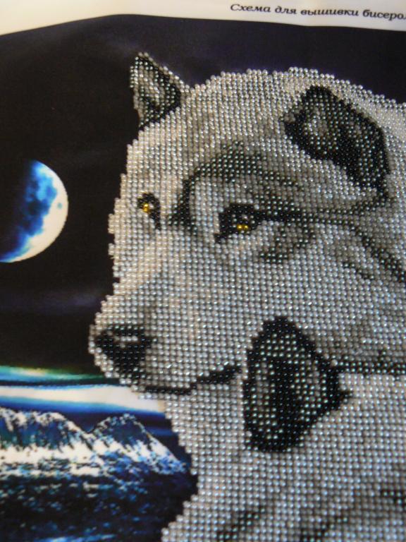 Картина из бисера Волки