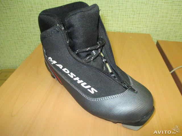 Лыжные женские ботинки система креплении NNN размер EU38, длина стельки 23,5 см