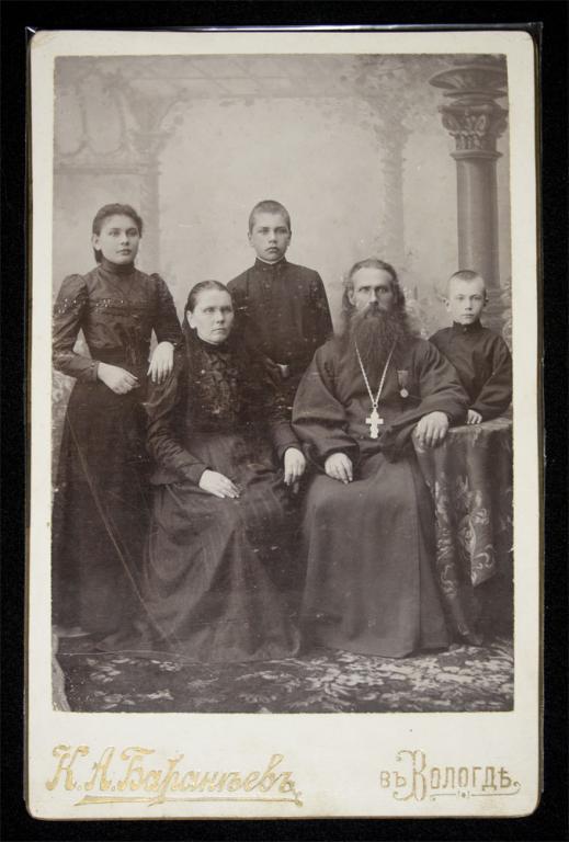 Фотография Священнослужащий с семьей, фото Бараньева в Вологде 28.02.1900 г