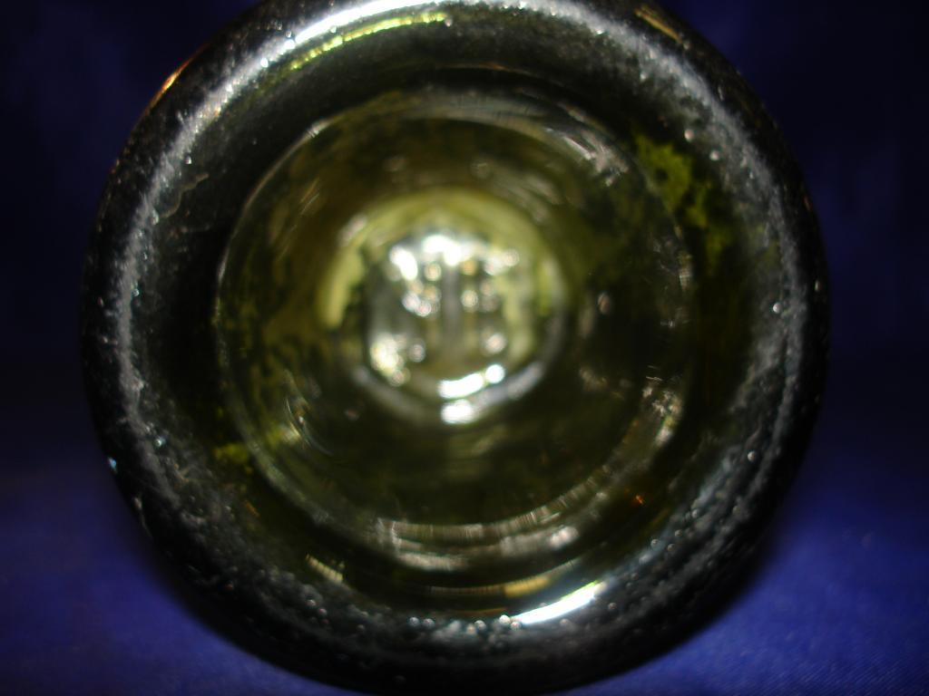 старинная винная  бутылка 19 века