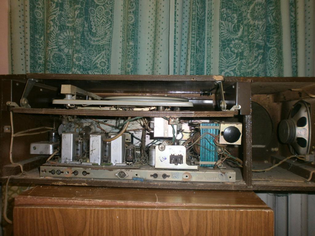 КАНТАТА-203.Радиола 2 класса.Ламповая! 1968г.родом из СССР. Рабочая!