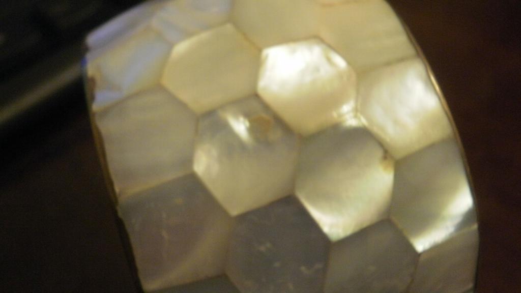 Браслет крупный перламутр латунь Индия 80-е винтаж ширина:4,5см. Диаметр внутренний:6,7 см
