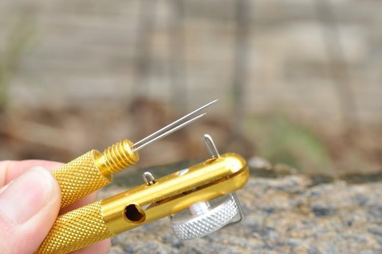 приспособление для привязывания крючков крючковяз