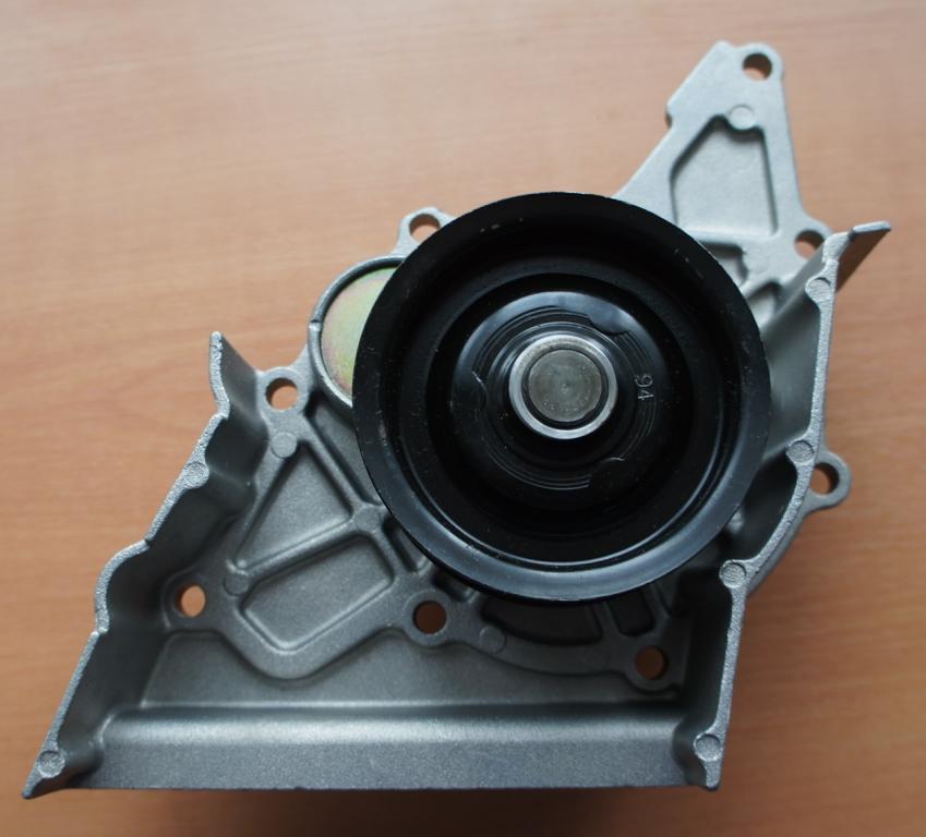 Помпа. Audi 80/100/A6. 2,6-2.8 л. 078 121 004 C. Ruvill.