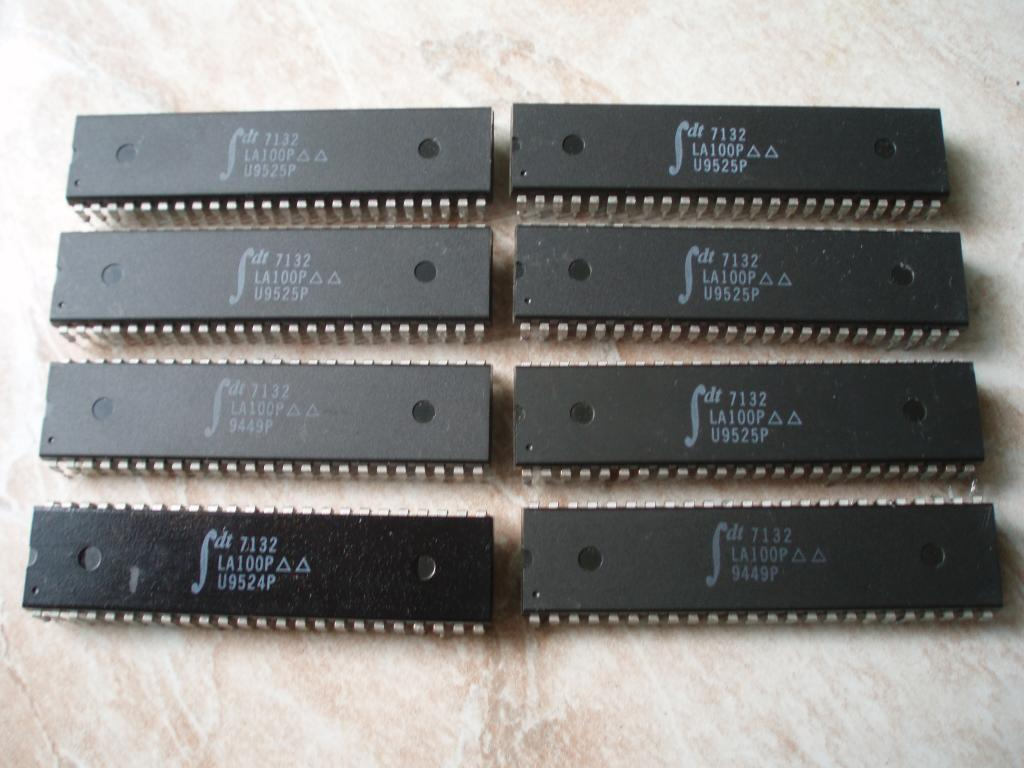 IDT 7132LA100P HIGH-SPEED SRAM 16KBIT 100NS 2K x 8 CMOS DUAL-PORT STATIC RAM WITH INTERRUPTS 48-PDIP