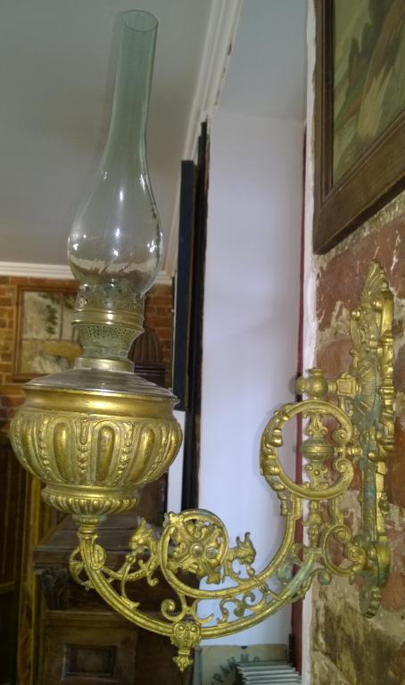 Бра с керосиновой лампой. Конец 19 века. Бронза. Литье.