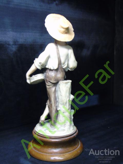 """Фарфоровая статуэтка """"Сбор урожая"""".Каподимонте"""
