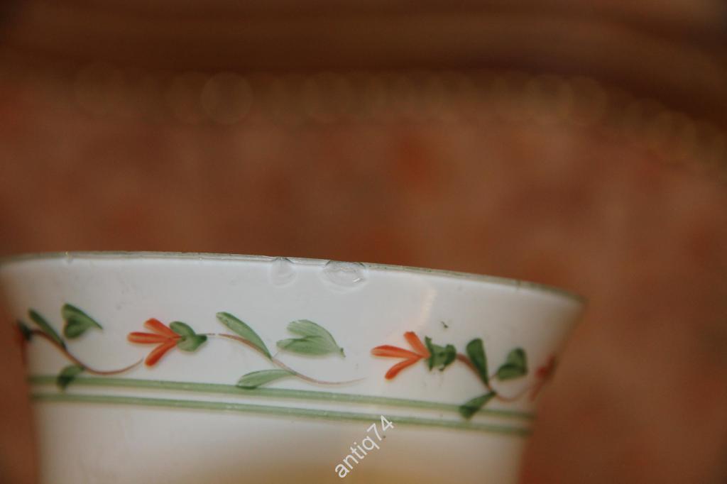 Ваза с ручной росписью, молочное стекло.
