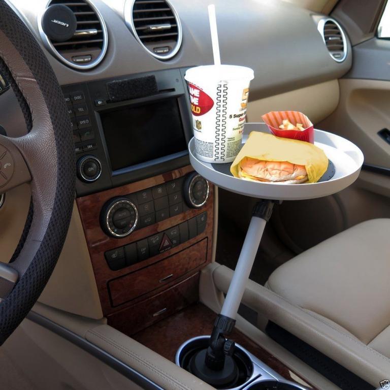 Поворотный лоток для приема пищи в авто