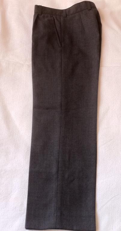 Брюки шерсть серые на мальчика 128-64-60 . Размер: 122-128 см (6-8 лет) В отличном состоянии . Можно
