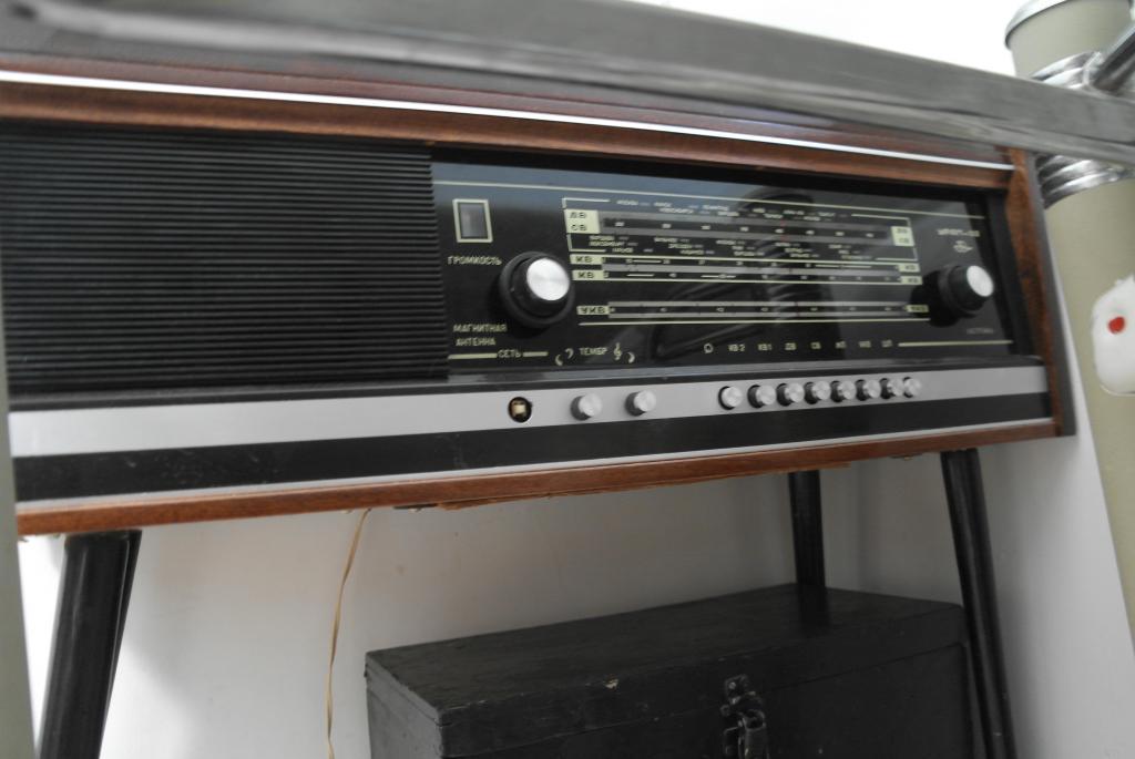 Радиола Урал 112 с ножками. СССР