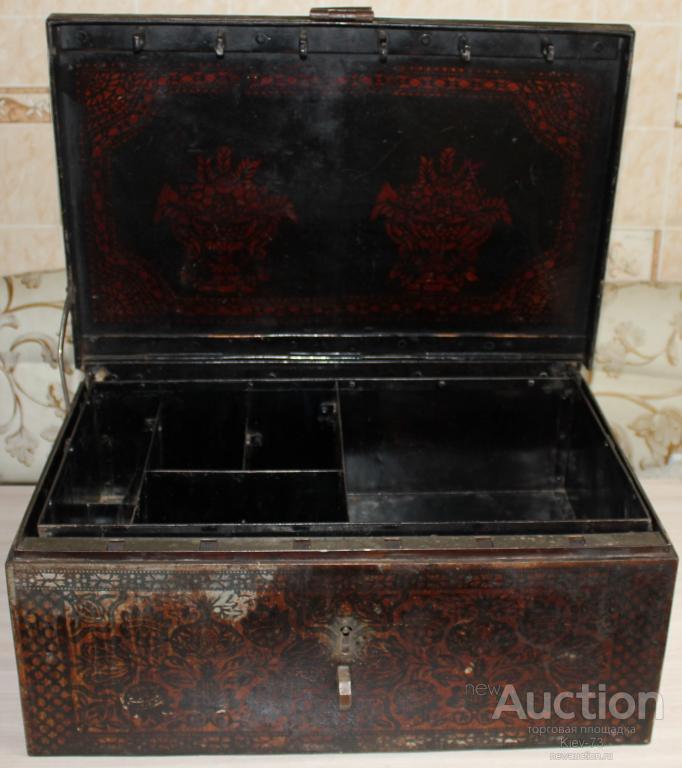 Сейф старинный шикарный 1914г. С ключем.