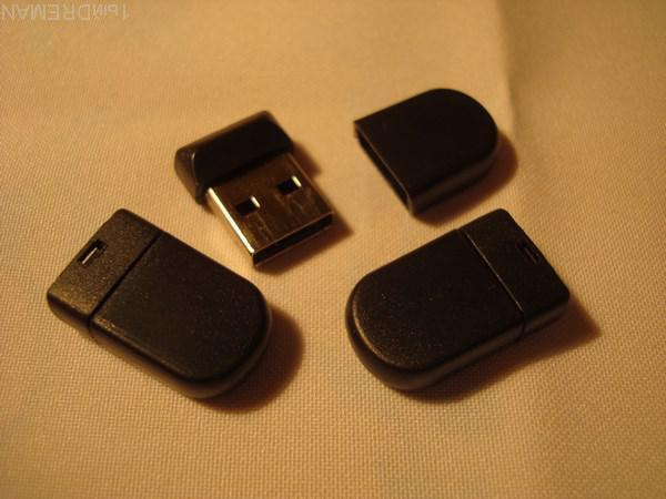 ФЛЭШКА. USB FLASH DRIVE. 8 Гб. ЧЁРНАЯ. НОВАЯ.