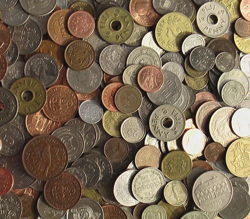 100 иностранных монет островных государств
