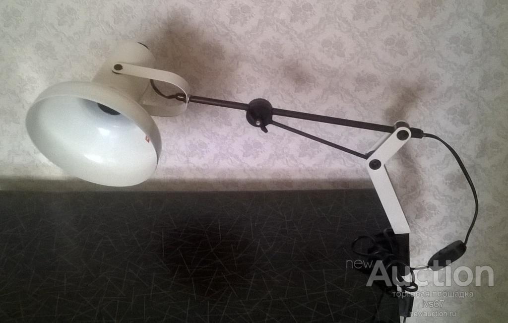 Настольная лампа регулируемая  с поворотным механизмом