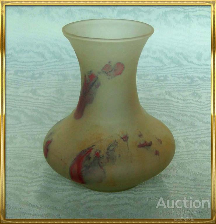 Изящная ваза из цветного стекла 11x9.5см
