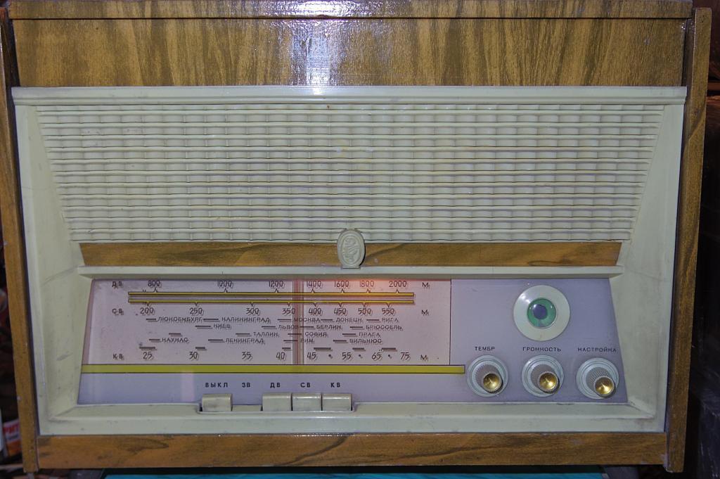 ПРОМИНЬ радиола превосходной сохранности, рабочая!!!