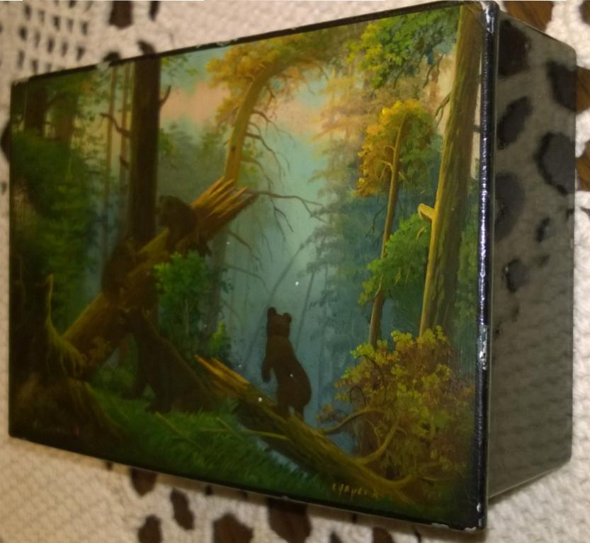 Шкатулка живописная. Утро в сосновом лесу. Три медведя. С картины И. Шишкина. Федоскино
