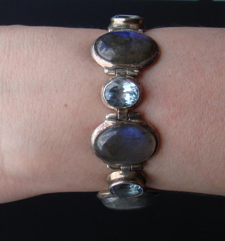 Серебряный браслет с опалами и топазами