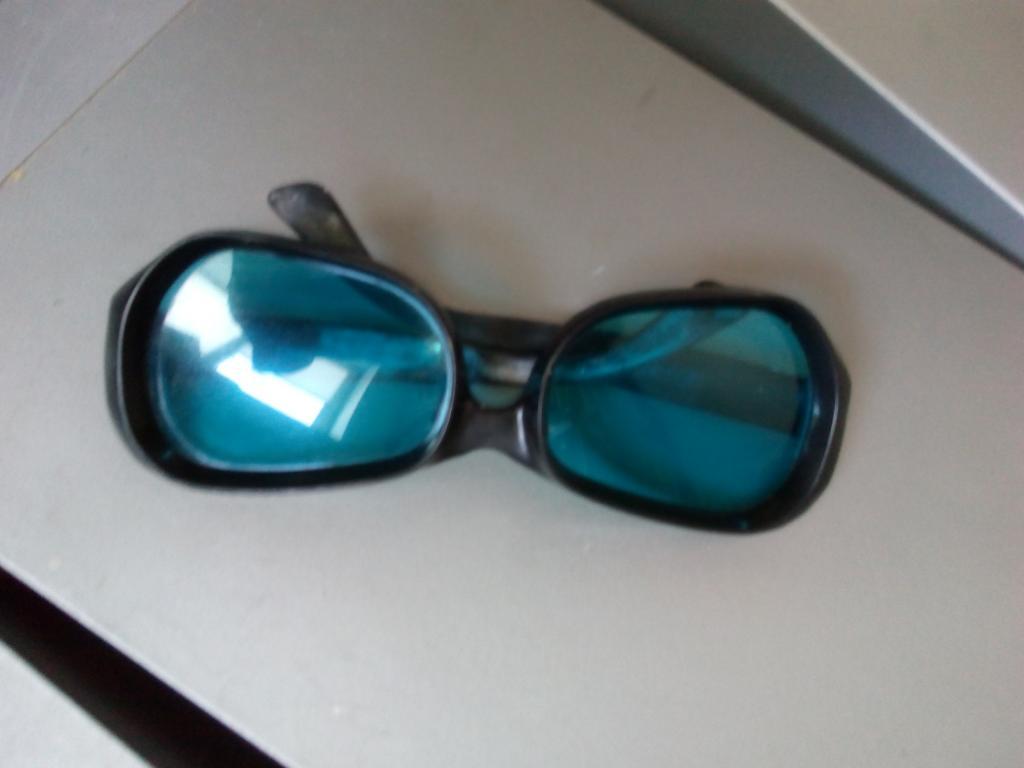 Старые солнцезащитные Очки. Винтаж. Синие стекла. Унисекс. Отличное состояние