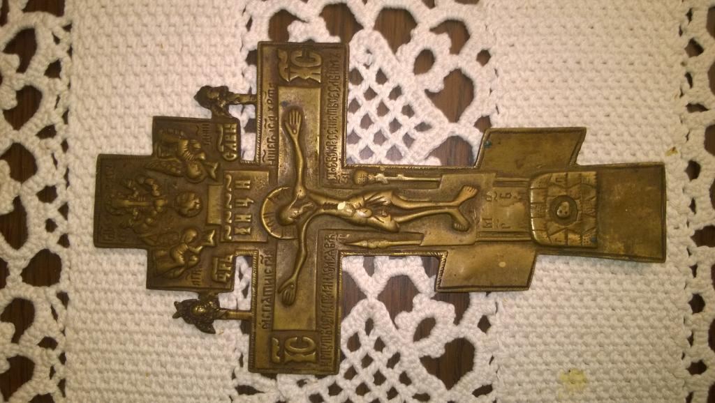 Крест распятие с двумя херувимами. Конец 19 века. Медная пластика.