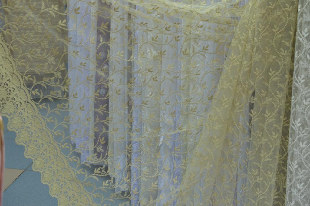 Тюль сетка с цветной вышивкой