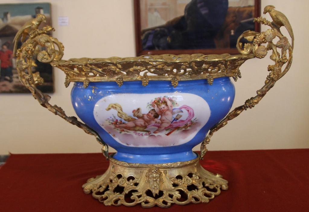 Ваза Севр середина 18-го века h = 39 см фарфор бронза позолота ручная работа