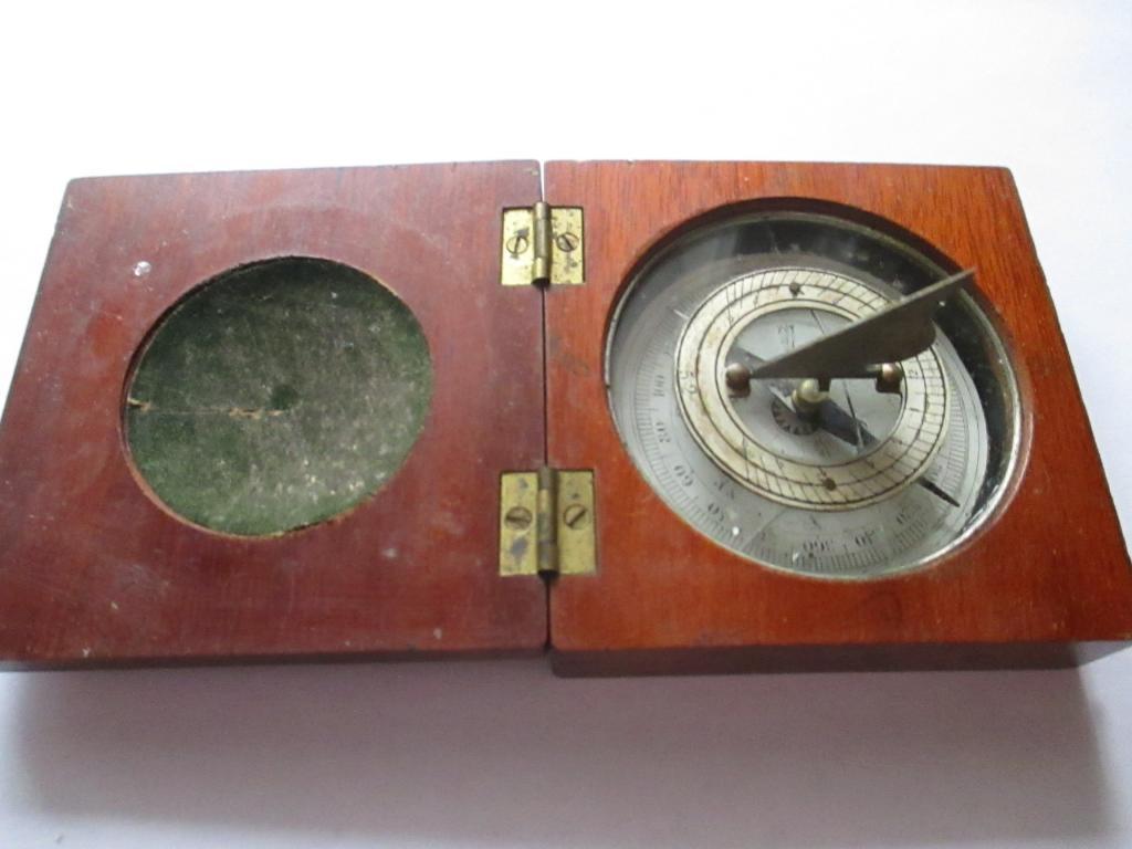 Солнечные часы в деревянном корпусе. Лот в единственном экземпляре. Оригинал .  все как на фото!
