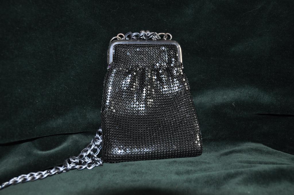 Черная сумочка  с паетками 1960 е годы