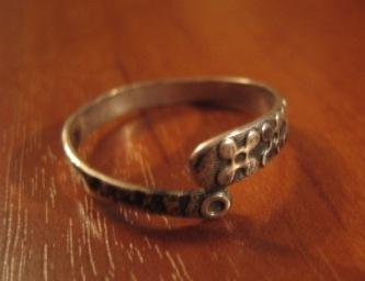 Кольцо серебряное (похожее на змею)
