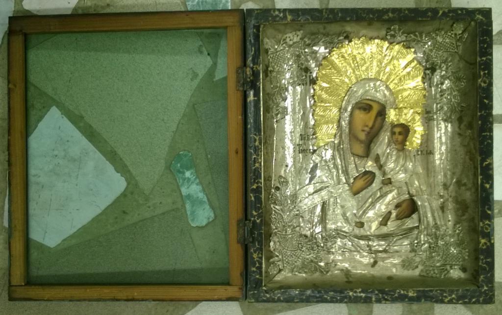 Икона в окладе. Тихвинская Богородица. Масло. До революции.