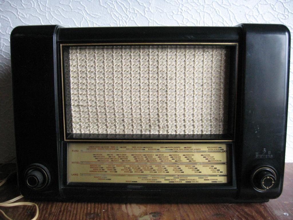 """Старинный ламповый радиоприёмник """"SIEMENS"""", Германия. ДВ, СВ, КВ диапазонов."""