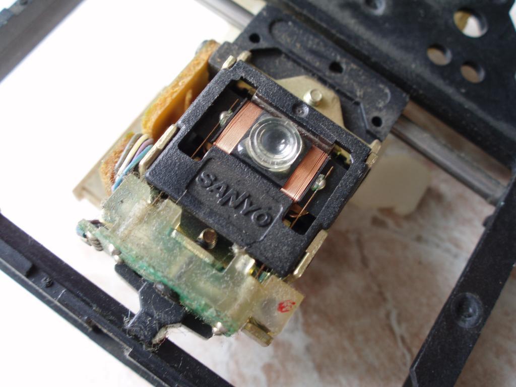 Рабочий блок лазера SANYO 0004226 от какого то музыкального центра