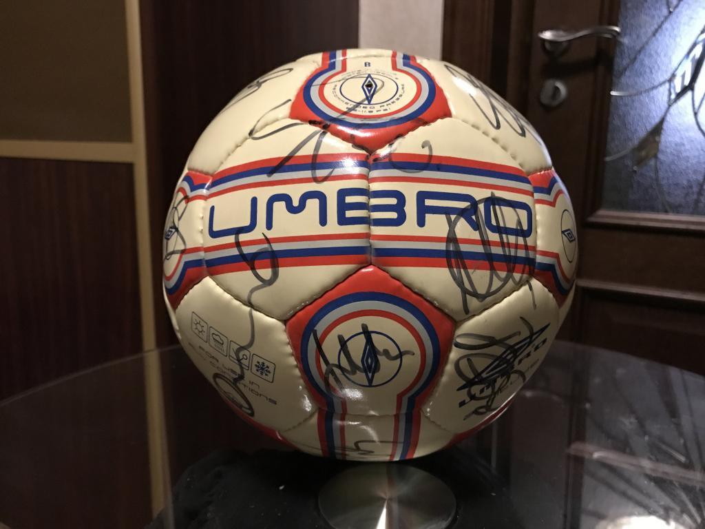 Футбольный мяч с автографами игроков Фк Ливерпуль