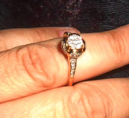 Кольцо необычной формы с бриллиантами .