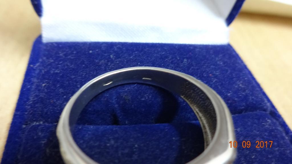 Кольцо,перстень,печатка с камнями.Серебро 925 пр.5.9 гр.